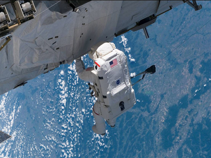 UH Optometrist Investigates Changes in Eye Structure in Astronauts